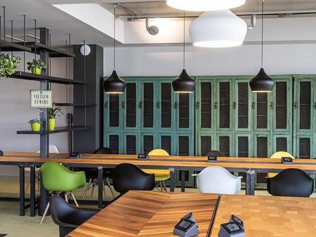 Milano, l'avanzata degli uffici diffusi: cresce il coworking della porta accanto