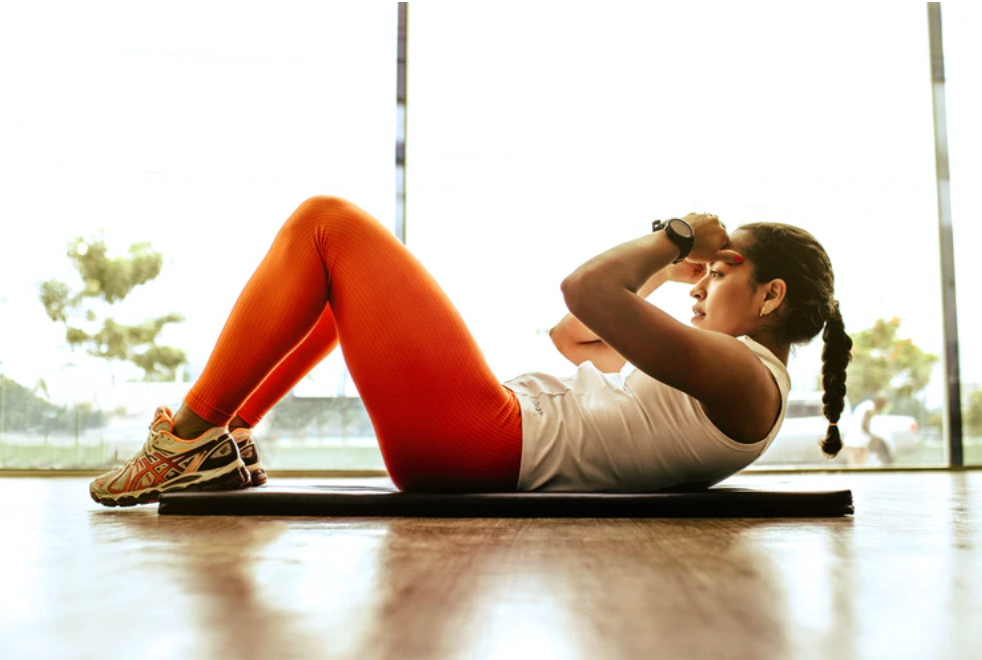 Fitness girl does sit-ups