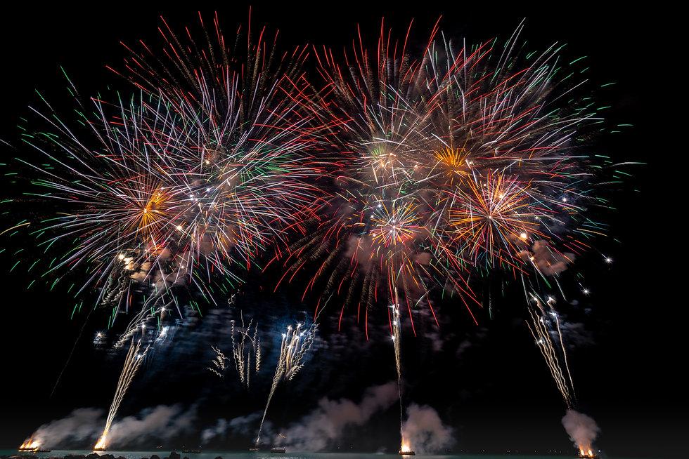 multicolored-fireworks-on-night-sky-1573