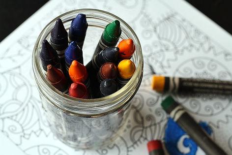 crayons-1445057_1920.jpg