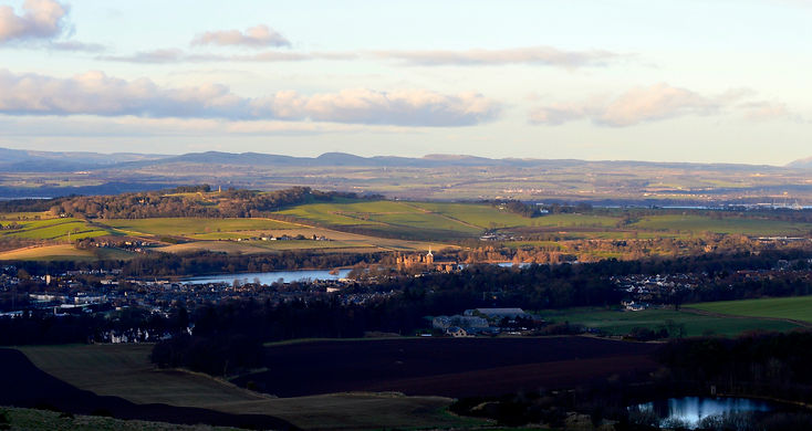 Linlithgow from Cockleroi (1).jpg