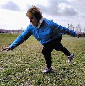 One leg deadlift. Knees recovery. Rehabilitation. Balance and stabilizators training. Improving.