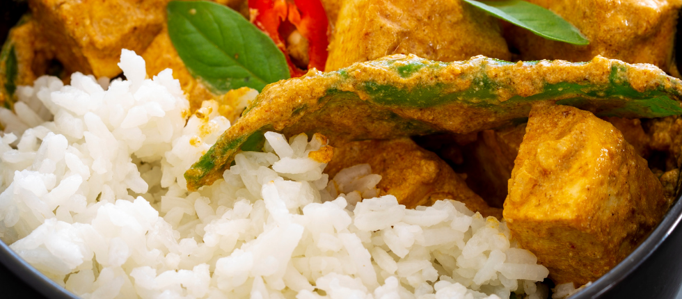 Thai red curry with Asian vegetables, chicken or beef - Siam Street Food Healthy Thai Take