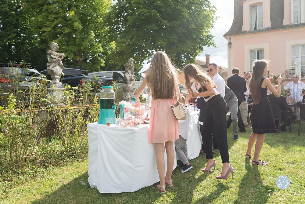 Photographe mariage Paris vin d'honneur candy bar Manoir de Mon Père