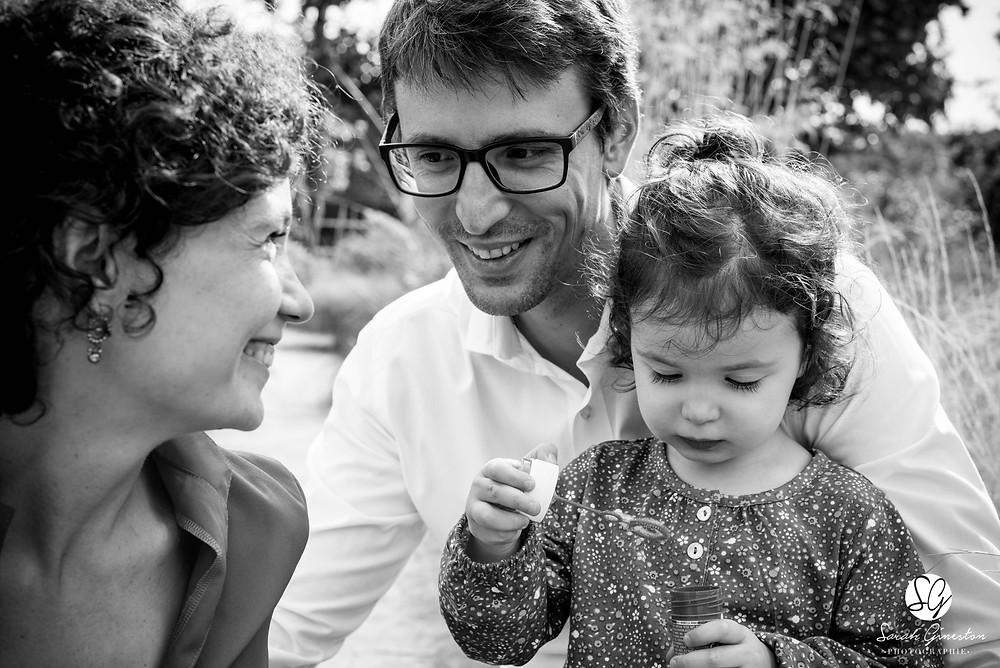Photographe famille lifestyle Paris Jardin des Plantes