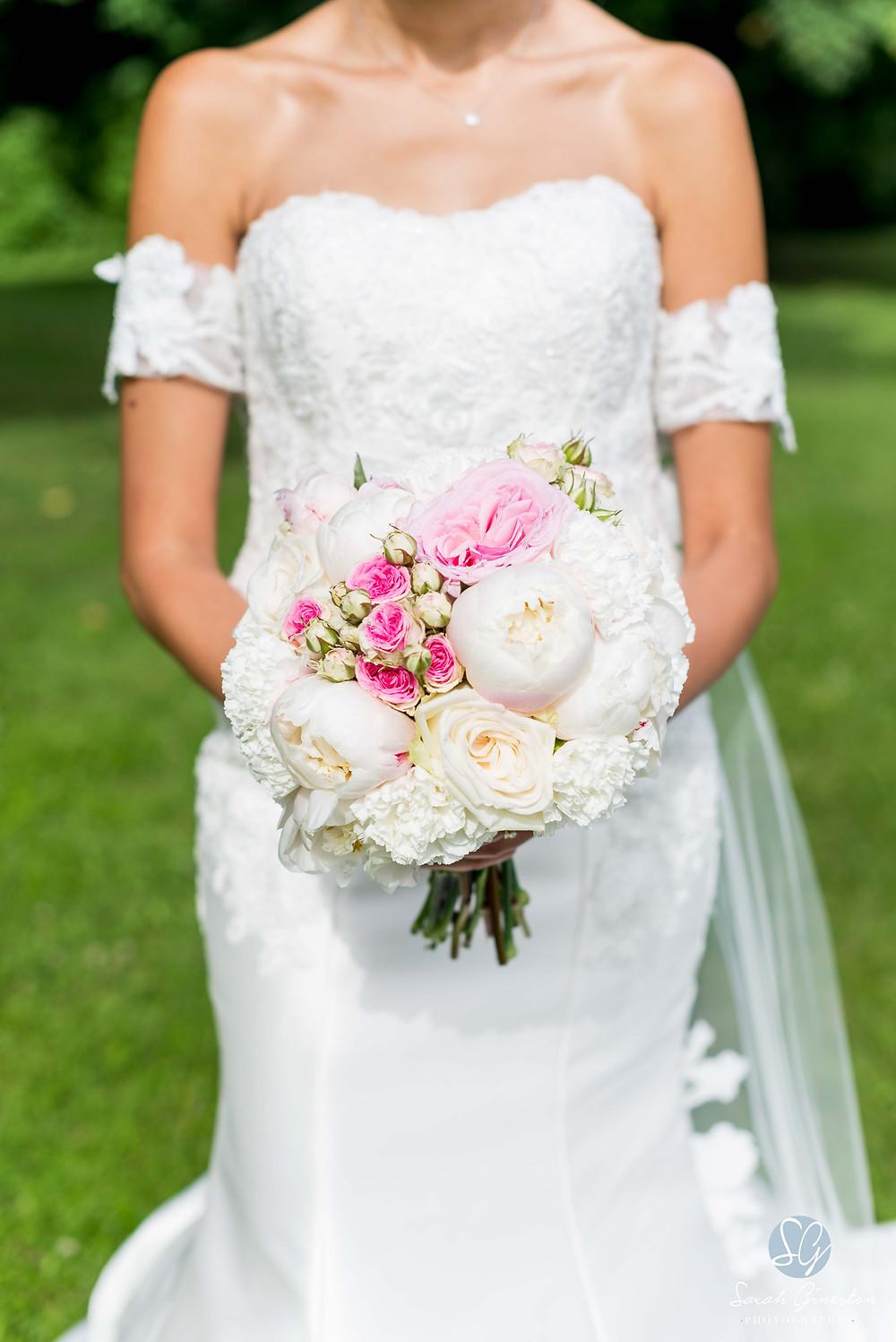 Photographe mariage Paris bouquet mariée fleurs Manoir de Mon Père