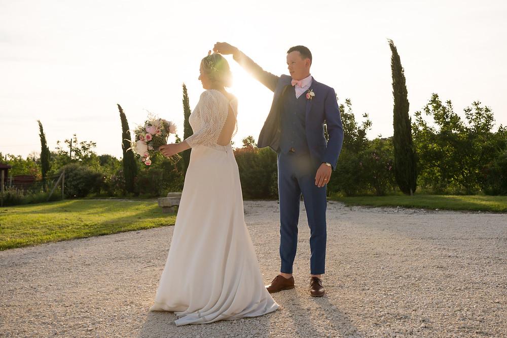 Photographe mariage mariés golden hour Mas de Loisonville Grillon Provence Gard Lubéron Savoie Haute-Savoie