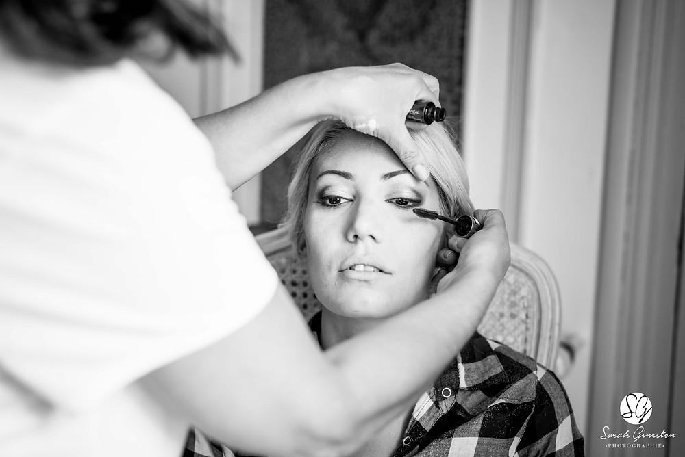 Photographe mariage Paris préparatifs maquillage mariée Manoir de Mon Père