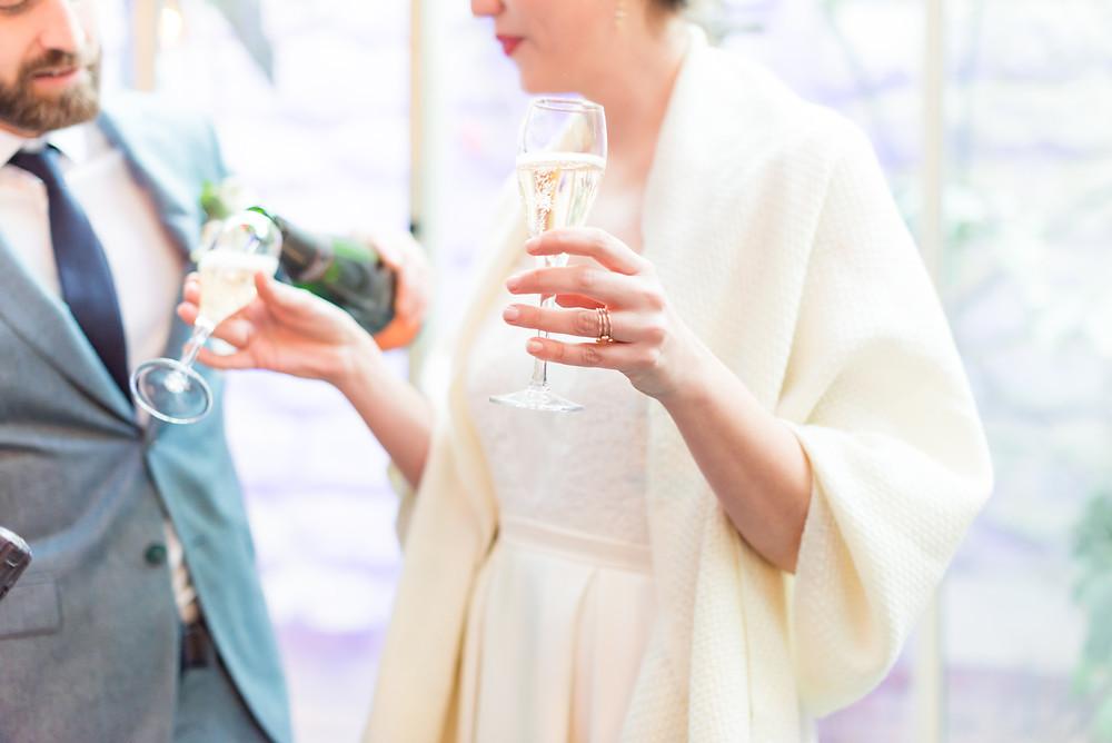 Photographe mariage Paris vin d'honneur mariée