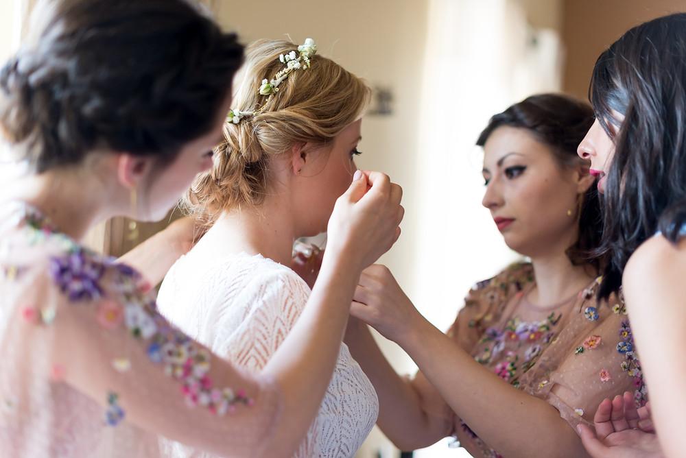 Photographe mariage mariée témoins préparatifs Mas de Loisonville Grillon Provence Savoie Haute-Savoie