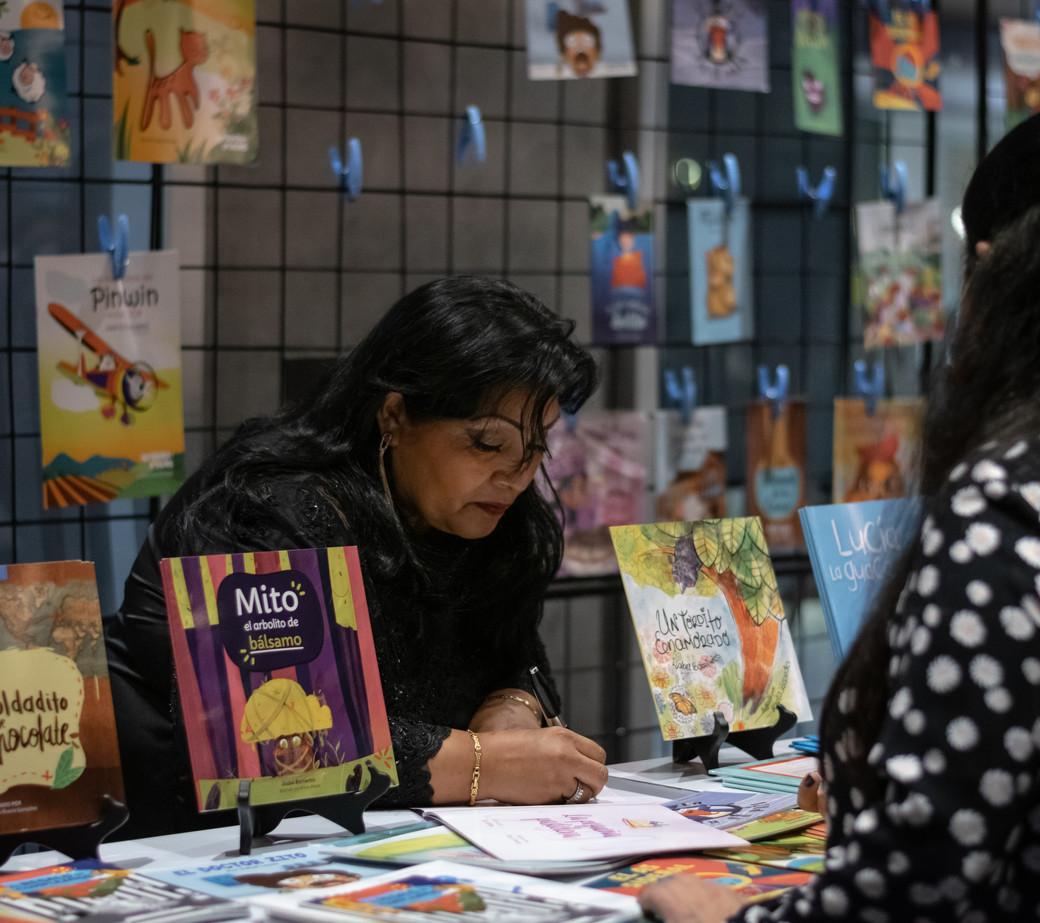 Escritores de literatura juvenil e infantil en El Salvador