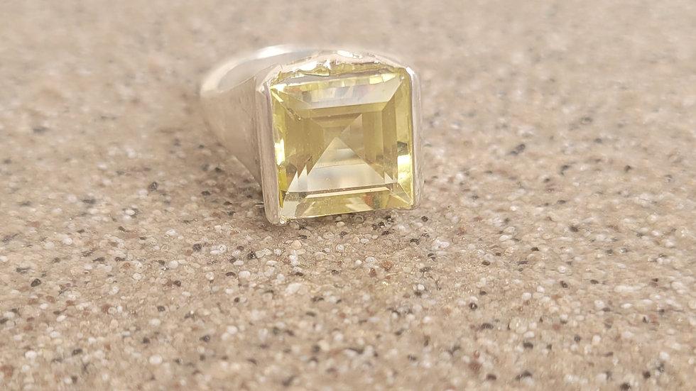 Green Gold Quartz Ring