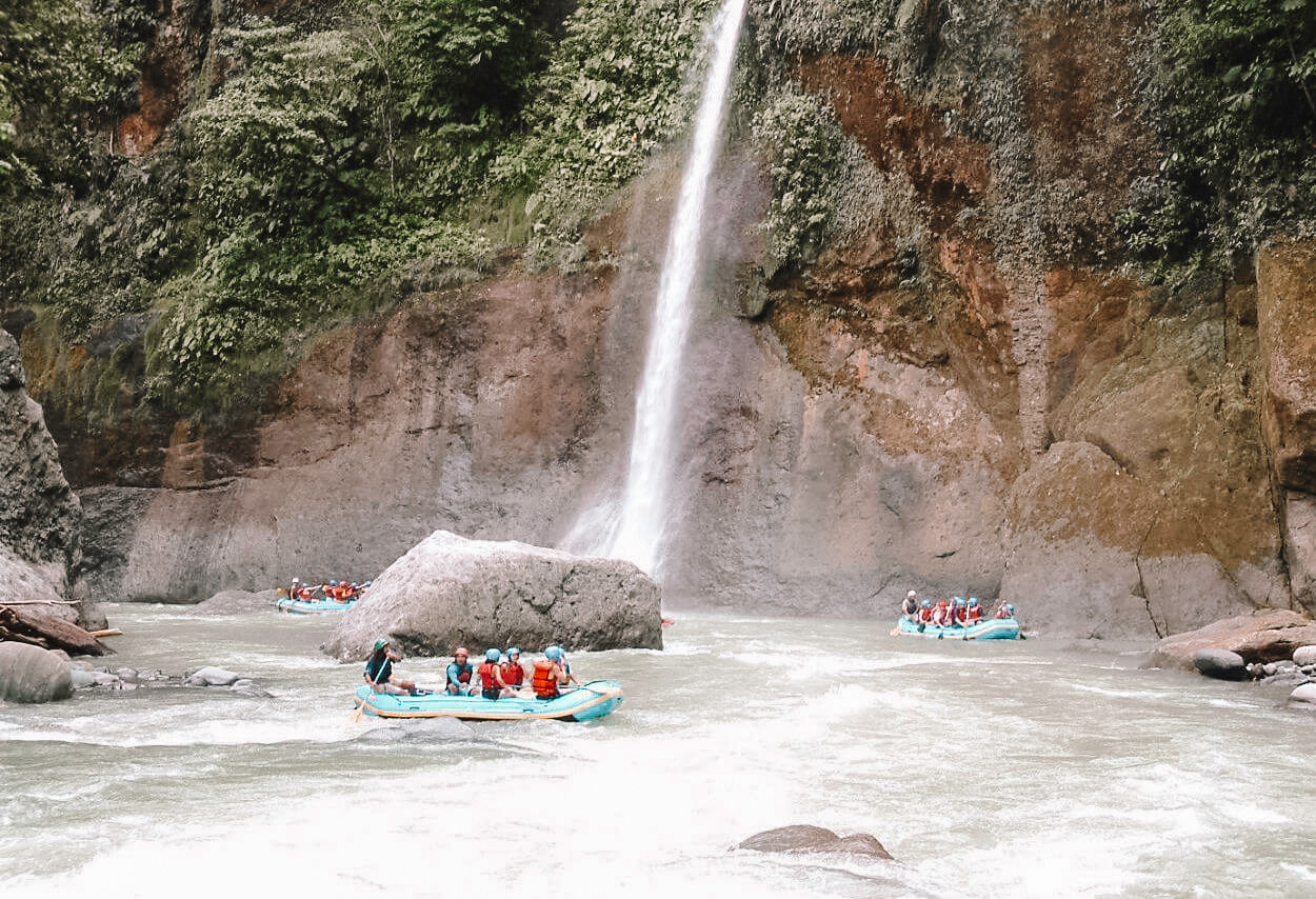 exploradores_rafting.jpg