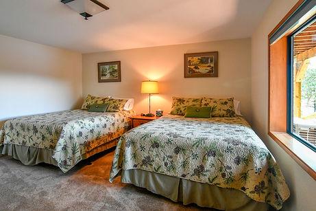 Downstairs bedroom 2.jpg
