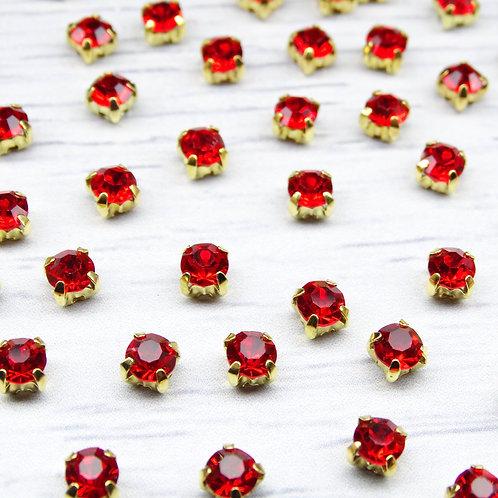 ЗЦ012НН44 Хрустальные стразы Красные в металлических цапах (золото) 4х4мм.