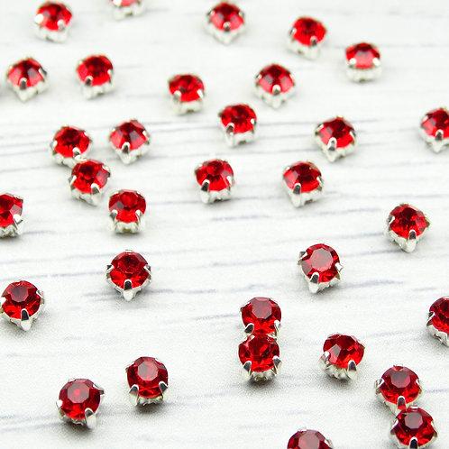 СЦ012НН44 Хрустальные стразы Красный в металлических цапах (серебро), 4х4мм.