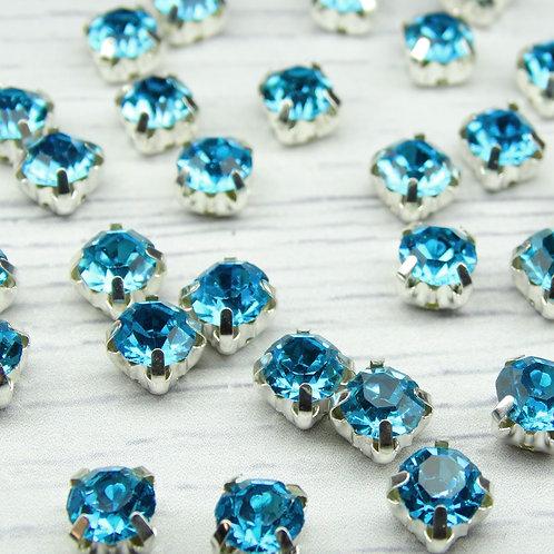 СЦ004НН66 Хрустальные стразы Ярко-голубой в металлических цапах (серебро) 6х6мм.