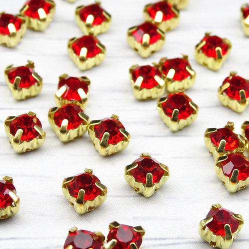 ЗЦ012НН66 Хрустальные стразы Красные в металлических цапах (золото) 6х6 мм.