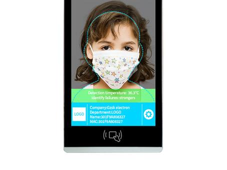 Terminal à reconnaissance faciale avec prise de température corporelle.
