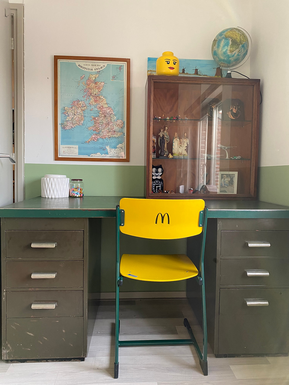 (Found the MacDonalds chair, the desk and the globe online, all other things are thrifted or found at fleamarkets)