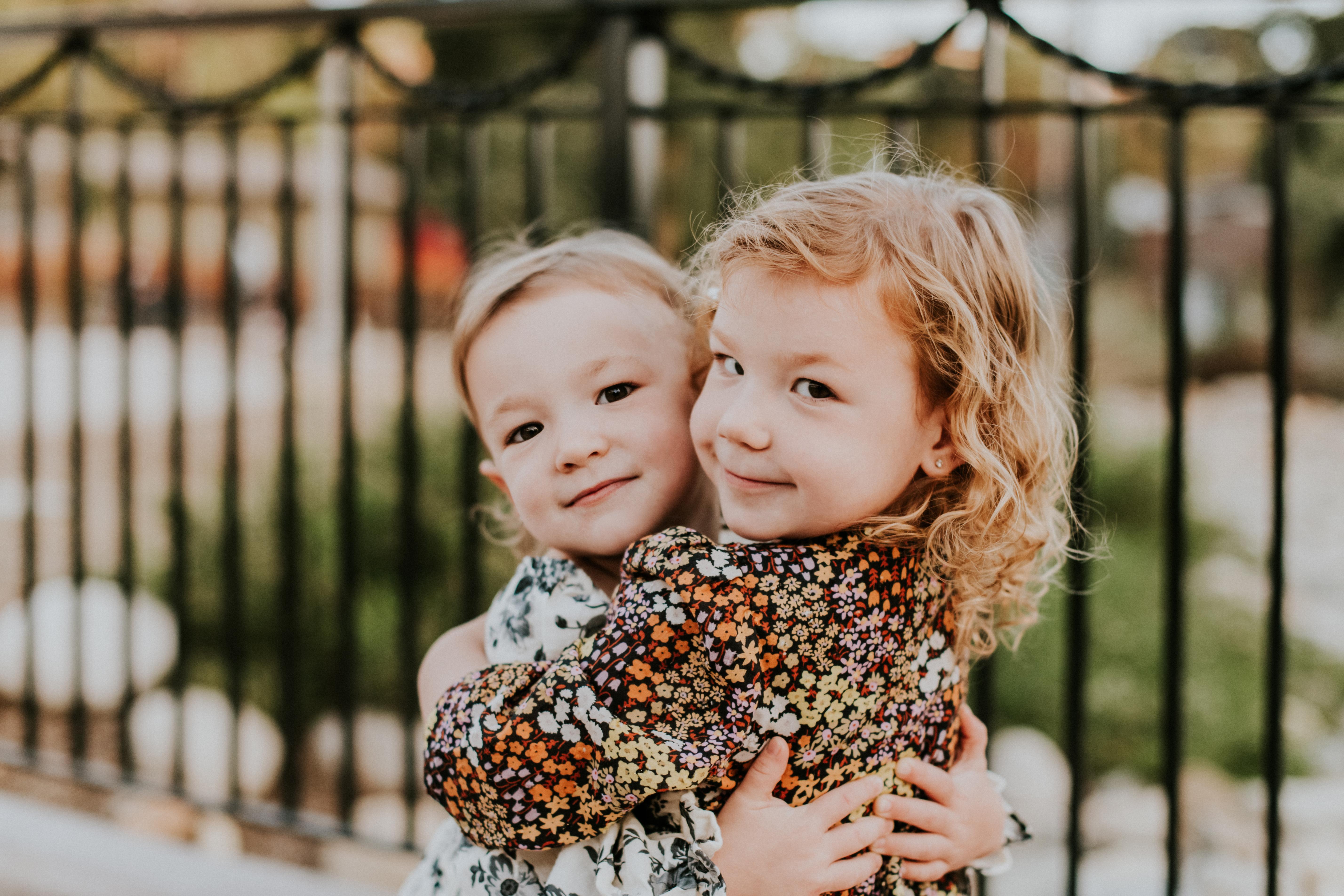 daughters sisters hugging family photography pasadena california