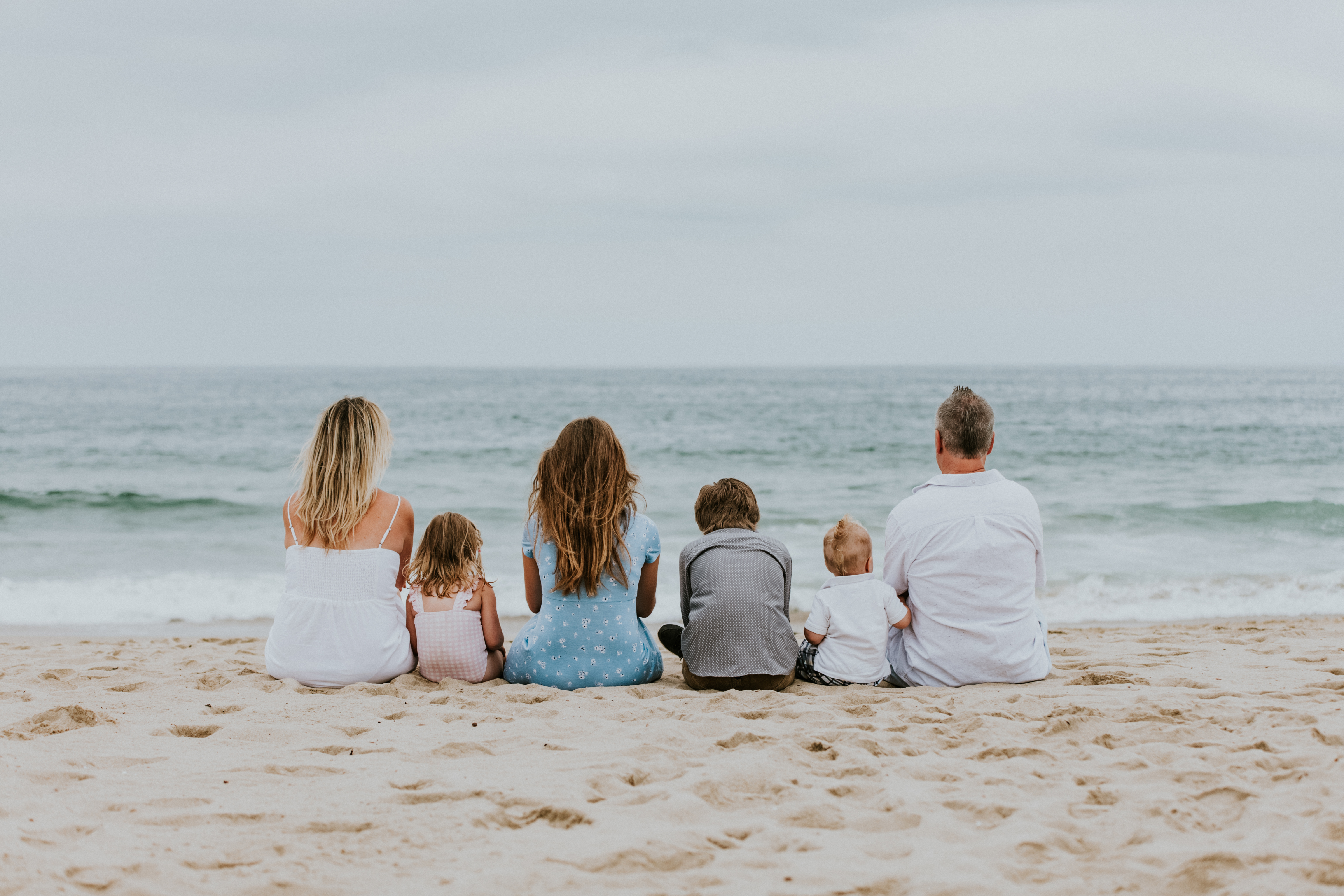 family looking at the ocean on the beach family photography los angeles california