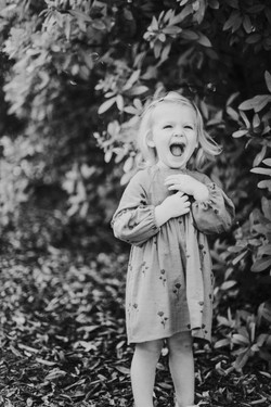 child laughing in park candid photo family photography los angeles california