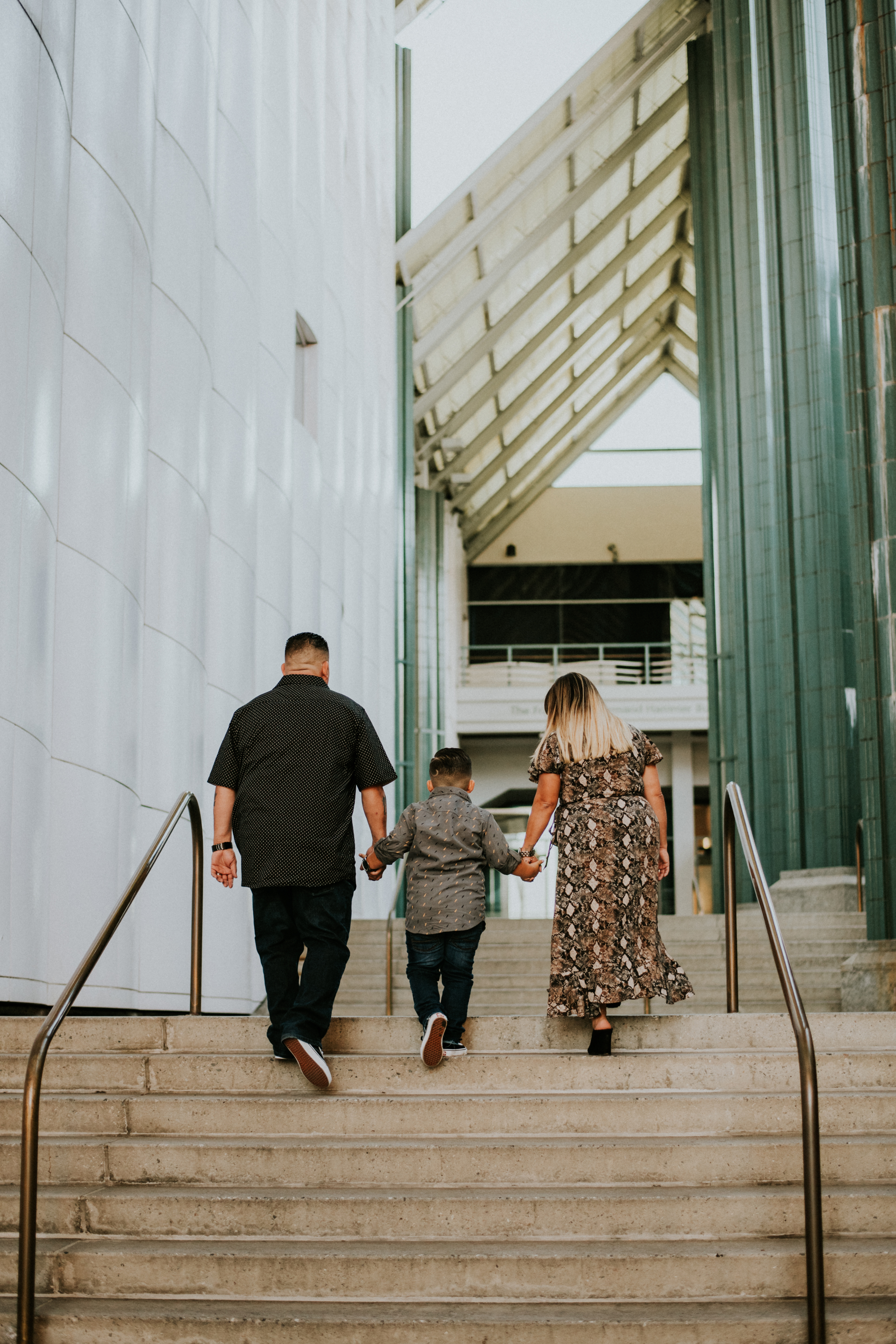 candid of family walking in city family photography los angeles california