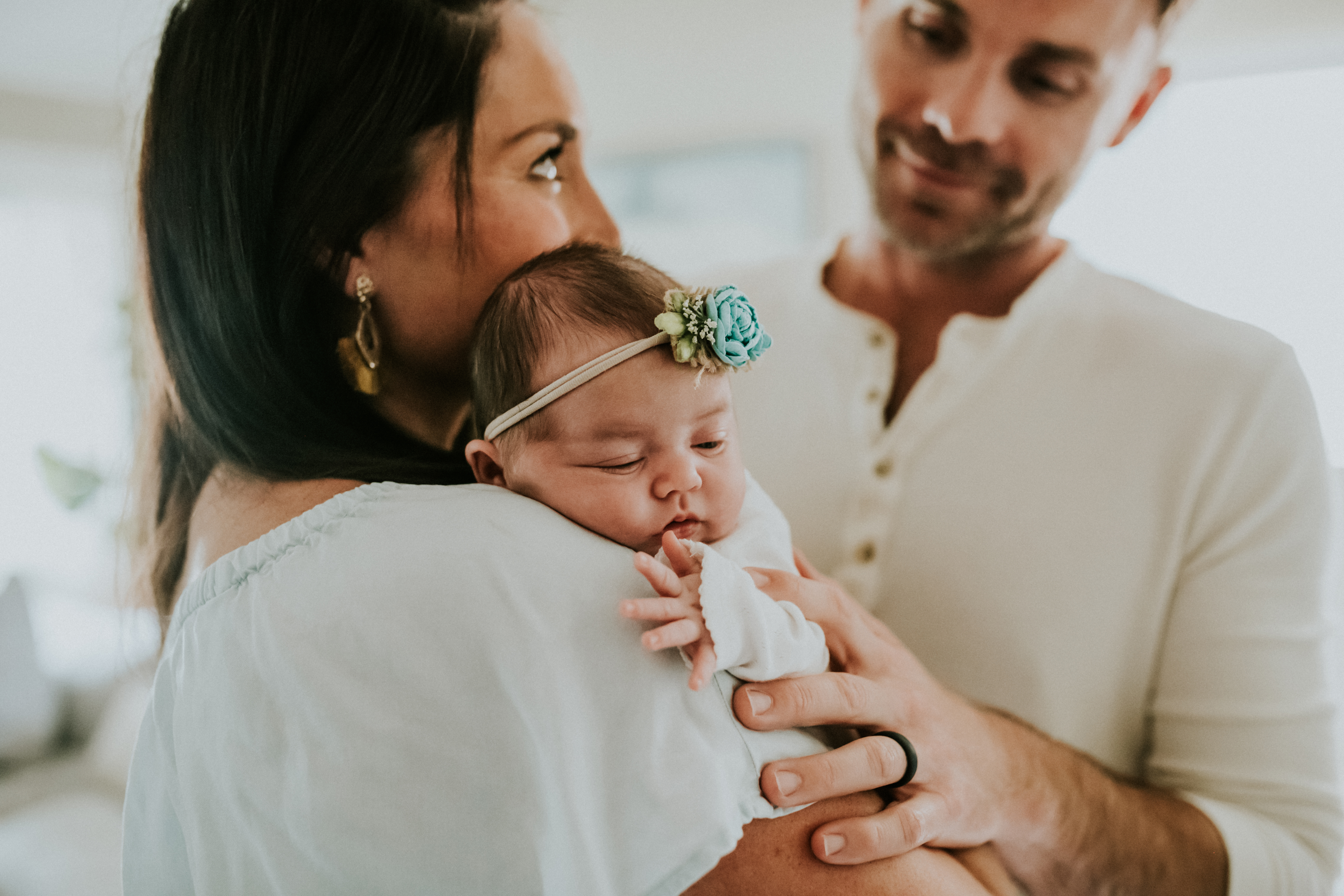 couple looking at baby girl at home lifestyle newborn photography los angeles california