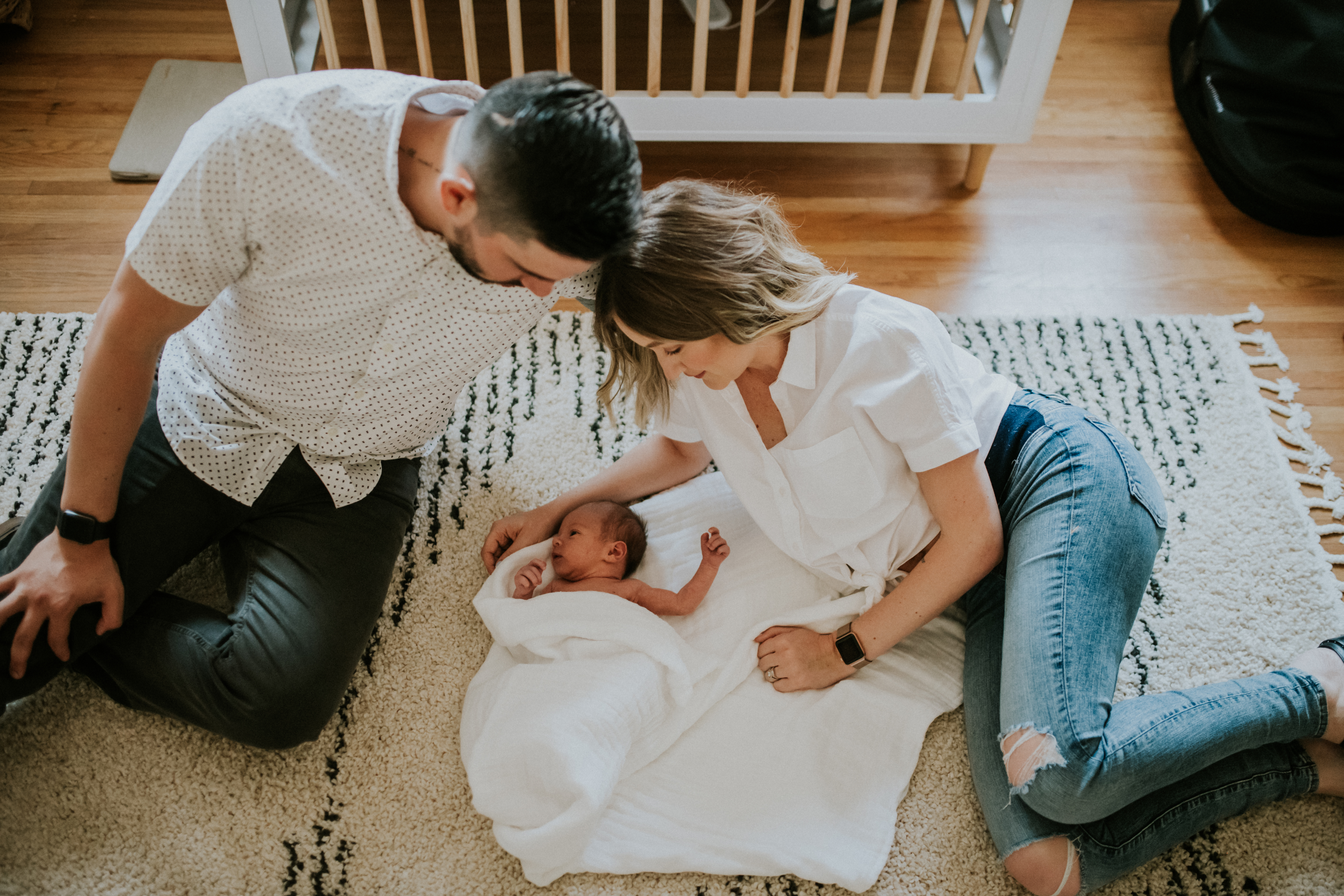 couple looking at baby at home lifestyle newborn photography los angeles california
