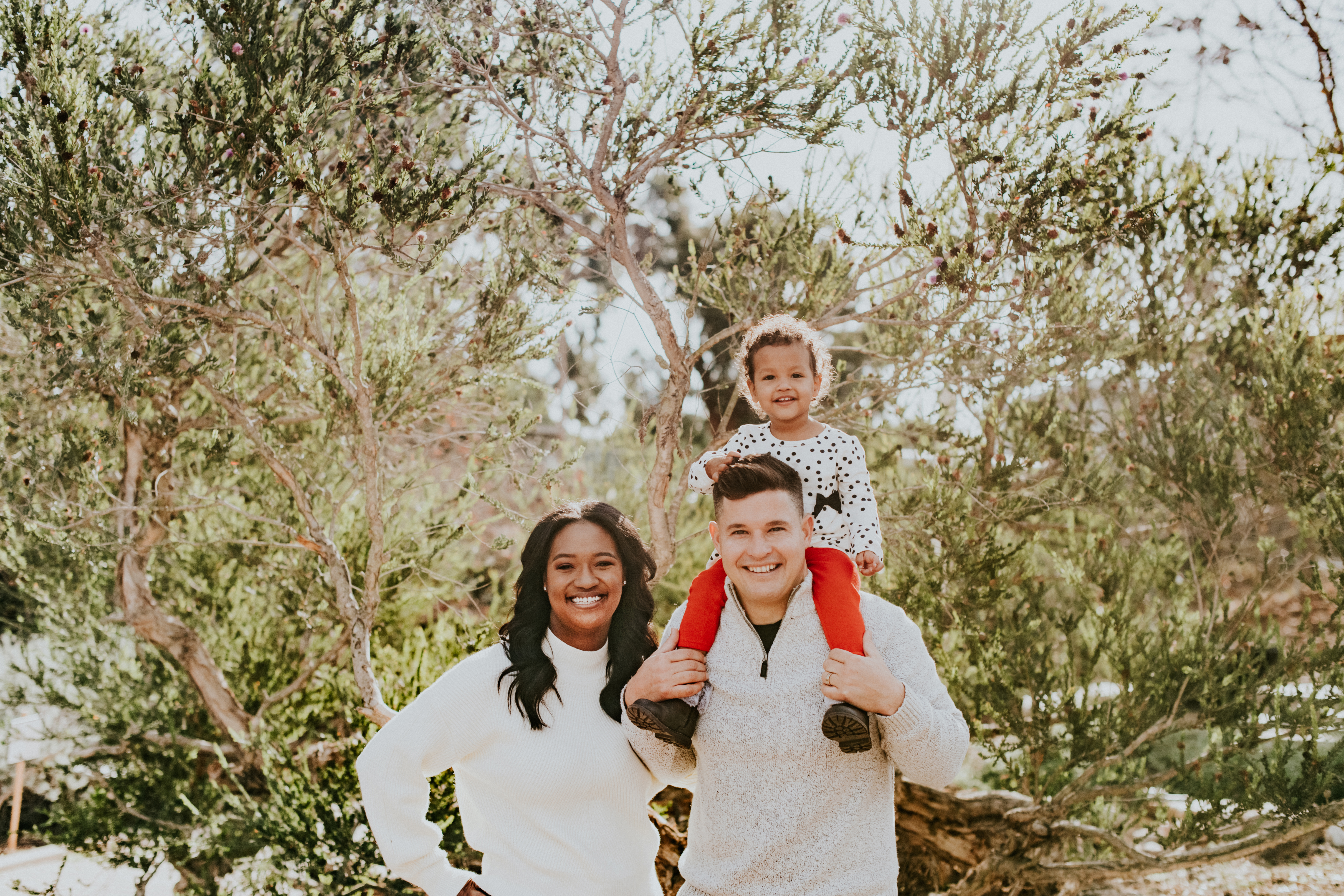 child on dads shoulders christmas holiday photo family photography los angeles california
