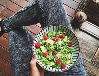 Mix salad with raspberries.