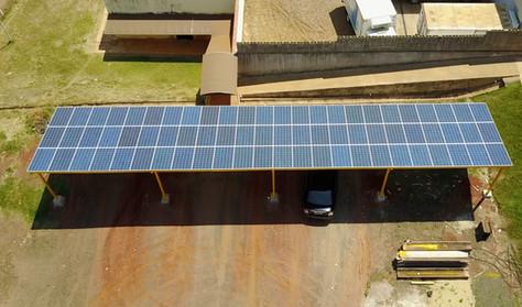 Primeiro Estacionamento Solar em Bariri!