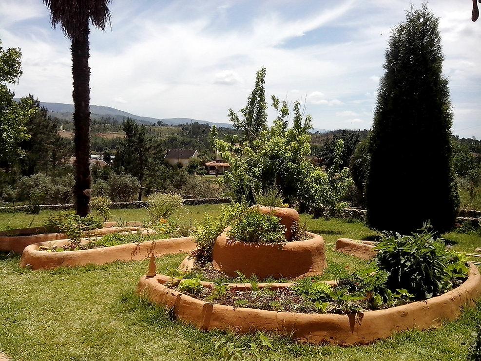 Cob Gardens - Jardins de Cob em Coja - Casas da Coutada