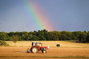 tractor-5538933_1920.jpg