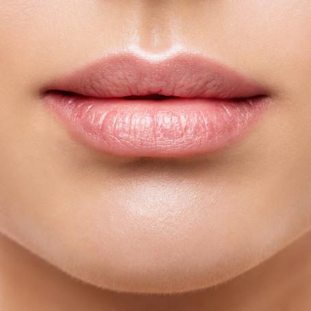 Gardez de belles lèvres sans chirurgie, ni injection