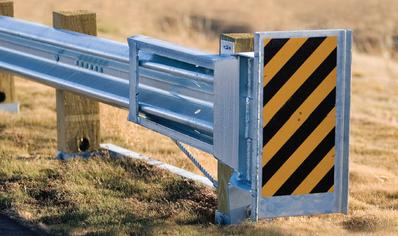 Guide rail end terminal - hazard sign