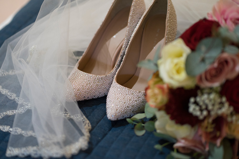 shoes bridal wedding fashion flowers bouquet photography