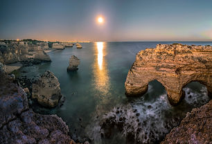 sunset-on-the-rocky-cliffs-and-shoreline
