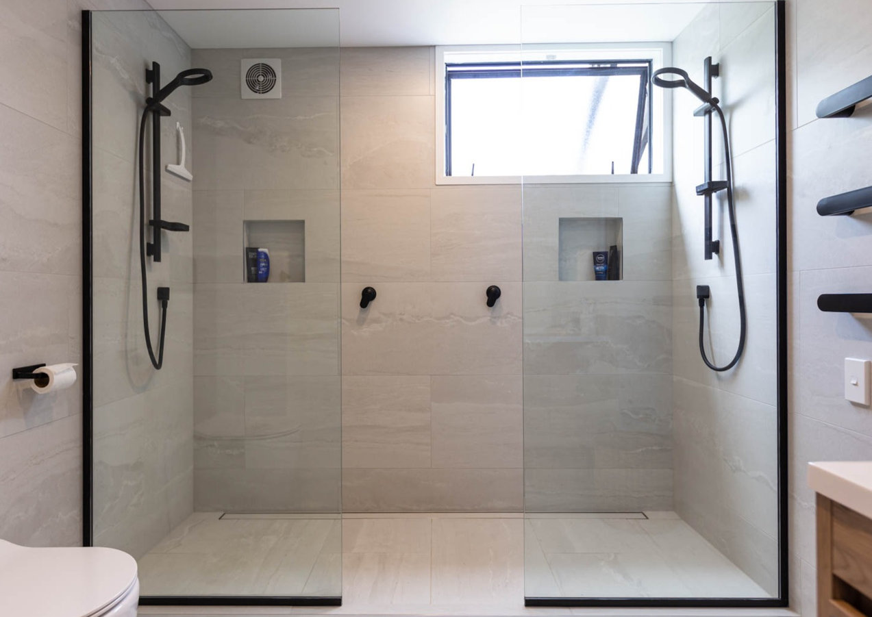 BATHROOM double shower