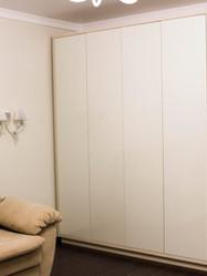 Распашной шкаф для гостиной