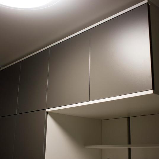 Шкаф в прихожую с открытой вешалкой