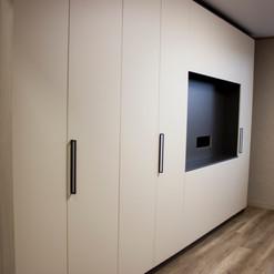 Шкаф с местом под телевозор