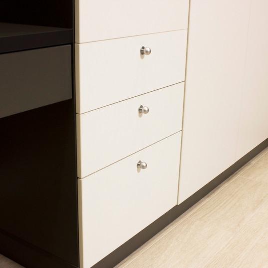 Шкаф с рабочим столом