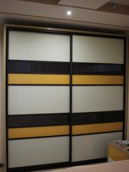 Шкаф-купе с лакированным стеклом