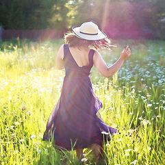 pretty-woman-in-field-820477_1920.jpg