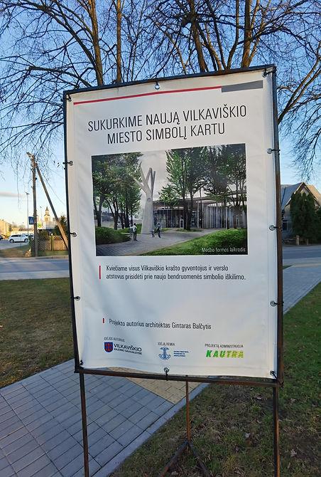 Vilkaviškio fondas - Vilkaviškio autobusų stotis jau turi gražią istoriją. Tačiau joje dar trūksta vienos detalės.Prie stoties architektas buvo suprojektavęs gamtos ir žmogaus vienybę simbolizuojantį laikrodį-medį, bet šiai idėjai įgyvendinti pritrūko lėšų. Architektas mano, jog laiką rodanti medžio skulptūra galėtų būti ir miesto bendruomenės simbolis, tad jį įgyvendinti gali visi kartu.    Šiuo metu sukurtas fondas, į kurį bendruomenė skatinama pervesti lėšų. Įgyvendinti šią idėją kviečiami visi geros valios žmonės. Visi, kas nori gali prisidėti prie gražios nedidelio miesto ir stoties istorijos, įrodančios, kad ir mažieji verti pačių didžiausių užmojų.