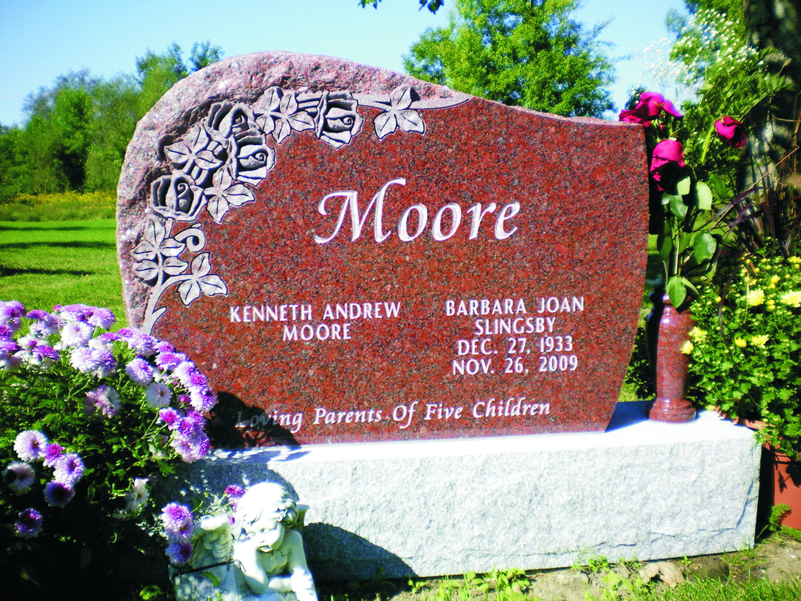 Moore - Shape Carved Roses with Rock Margin Edge