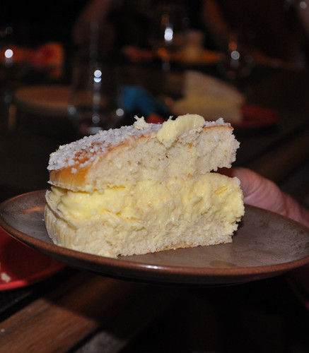 tarte tropezienne_table dhotes