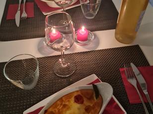 bon petit dîner en amoureux servi en chambre d'hôte